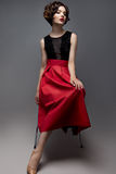 Maak omhoog Glamourportret van mooi vrouwenmodel met verse make-up en romantisch golvend kapsel Royalty-vrije Stock Foto