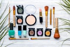 Maak omhoog plaatsen met decoratieve schoonheidsmiddelen op van de vrouwenlijst hoogste mening als achtergrond Royalty-vrije Stock Foto