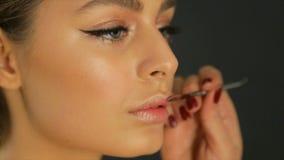 Maak omhoog van vrouwelijke lippen stock videobeelden