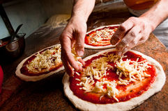 Maak pizza Royalty-vrije Stock Foto's