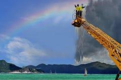 Maak uw regenbooghemel van stormachtige wolken schoon. Stock Fotografie