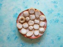 Maamoul arabo dolce delle pasticcerie farcito con il dattero, le noci o i pistacchi Dolci di Ramadan immagine stock libera da diritti