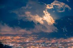 Maan achter de wolken Stock Afbeeldingen
