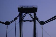 Maan bij midden van de brug Royalty-vrije Stock Afbeelding