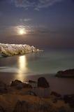 Maan bij strand Royalty-vrije Stock Afbeeldingen