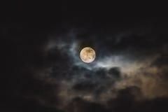 Maan in de Duisternis Royalty-vrije Stock Afbeeldingen