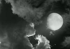 Maan in de nachthemel royalty-vrije stock afbeelding