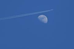 Maan en lijnvliegtuig Royalty-vrije Stock Foto
