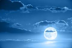 Maan in nachthemel Royalty-vrije Stock Afbeelding