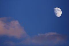 Maan op Blauwe Hemel Royalty-vrije Stock Foto