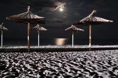 Maan op overzeese nacht Stock Afbeelding