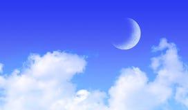 Maan over de Blauwe Wolken van de Hemel Royalty-vrije Stock Foto's