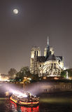 Maan over Notre-Dame Royalty-vrije Stock Afbeelding