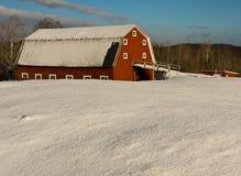Mañana del granero de la nieve Fotos de archivo