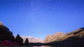 Maanbeschenen nacht in de bergen Geschoten op Canon 5D Mark II met Eerste l-Lenzen Pamir stock footage