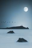 Maanbeschenen oceaan stock foto