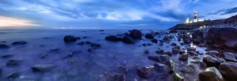 Maanbeschenen overzeese kust Stock Afbeeldingen