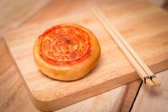 Maancake, het Chinese medio dessert van het de herfstfestival Op houten lijst Ondiepe diepte van gebied Royalty-vrije Stock Foto