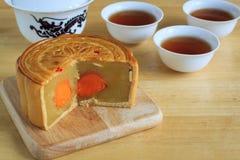 Maancake met thee, dessert van Chinees medio de herfstfestival Stock Afbeelding