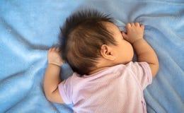 1-maand-oud sliep de baby Stock Fotografie