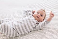 2 maand oude baby op een deken Royalty-vrije Stock Foto's