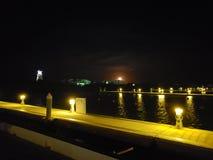 Maannacht in een jachthaven royalty-vrije stock foto