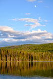 Maanstijging over het meer Royalty-vrije Stock Afbeelding