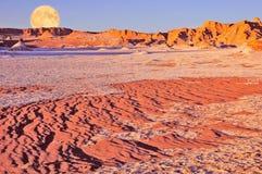 Maanvallei in Atacama-woestijn in zonsondergangtijd, stock fotografie