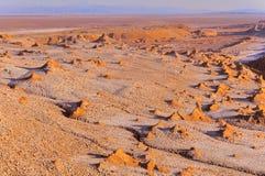 Maanvallei in Atacama-woestijn in zonsondergangtijd, royalty-vrije stock fotografie