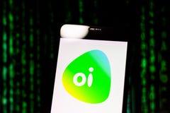 10 maart, 2019, Brazilië Exploitantembleem 'Oi 'op het scherm van het mobiele apparaat Het is een telecommunicatiedienstenconcess stock afbeeldingen