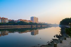 2 maart, 2016 China: De Bouw van de Guangzhoustad in de ochtend, tak stock foto