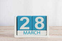 28 maart Dag 28 van maand, dagelijkse kalender op houten lijstachtergrond De lentetijd, lege ruimte voor tekst Stock Fotografie