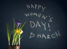 8 Maart, de dag van Gelukkige Vrouwen met de lentebloemen Royalty-vrije Stock Afbeelding