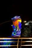 1 maart, 2017: De Merlion-Fontein bij nacht Singapore Stock Foto