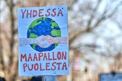 Maart en demonstratie tegen klimaatverandering Ilmastomarssi in Helsinki, Finland stock afbeelding