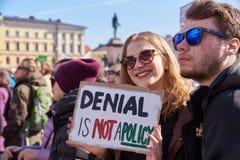 Maart en demonstratie tegen klimaatverandering Ilmastomarssi in Helsinki, Finland royalty-vrije stock foto