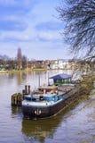 11 Maart 2017 - het Redactieschot van een boot moared in Kew Pier London, het UK Stock Foto's