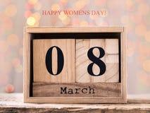 8 maart, houten kalender, gelukkige vrouwen` s dag stock foto