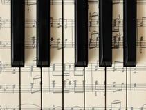 28 maart, 2018 Izhevsk, Rusland Muzieknoten, piano Achtergrond, hoogste mening stock foto's