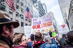 Maart 2017 NYC van vrouwen Stock Foto's