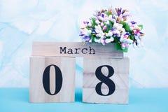 8 maart op kalender, bloemen stock foto