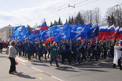 Maart op 1 Mei in de stad van Cheboksary stock afbeeldingen