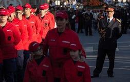 19 Maart 2019 - Portugese Brandbestrijders met eenvormig tijdens een Godsdienstige Optocht bij de Vadersdag in Povoa DE Lanhos royalty-vrije stock fotografie