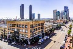 19 maart, 2019 San Diego/CA/de V.S. - Stedelijk landschap in het Gaslamp-Kwart in San Diego van de binnenstad royalty-vrije stock afbeelding