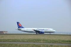 Maart, 24ste 2015, de Luchthaven tc-OBS Onur Air Ai van Amsterdam Schiphol royalty-vrije stock afbeelding
