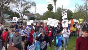 Maart voor onze het levensdeelnemers in Burbank, CA stock footage