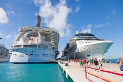 在圣Maarten的巡航端口 免版税库存图片