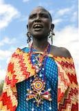 Maasai有传统穿甲和珠饰细工的部落妇女 免版税库存照片