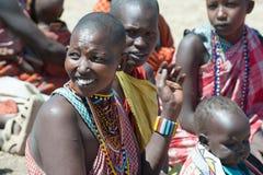 Maasai有婴孩和孩子的,坦桑尼亚部落妇女 图库摄影