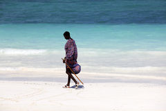 Maasai auf dem Strand Stockfotografie